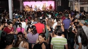 Foto Quintal da Clube com Inimigos da HP 14