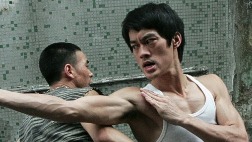 """""""Bruce Lee: A Lenda"""" passa a agitar as noites de sábado na TV Clube/Band"""