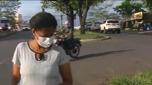 Mulher encontra carteira com R$ 1,3 mil e faz de tudo para localizar o dono