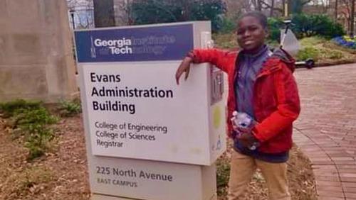 Garoto de 12 anos passa para o 2º ano de engenharia aeroespacial
