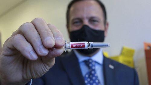 Governo de SP assina contrato com Sinovac e prevê vacina para dezembro