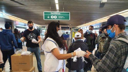 Taxa de transmissão do coronavírus no Brasil é a maior desde maio, diz infectologista
