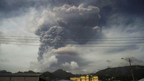 Ilha do Caribe estremece com maior explosão vulcânica de sua história