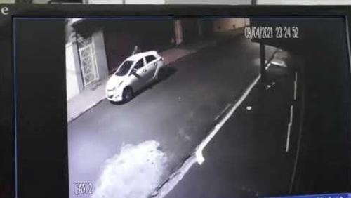 Suspeito de assassinar transexual é gravado por câmeras de segurança