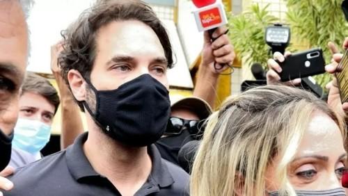 Ex-namorada de Jairinho que afirma ter sofrido agressões presta depoimento; polícia encontra caixas com câmeras no quarto de Henry
