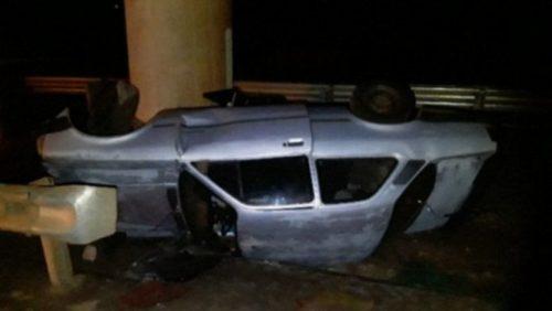 Após ingerir bebida alcoólica, motorista perde o controle da direção e tomba veículo em rodovia