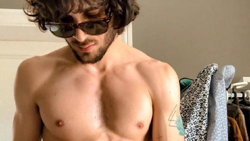 Fiuk manda nudes em grupo de WhatsApp para amigos e familiares