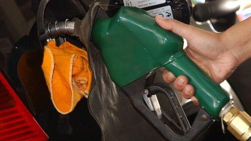 Petrobras baixa preço da gasolina em R$ 0,05 a partir de sábado