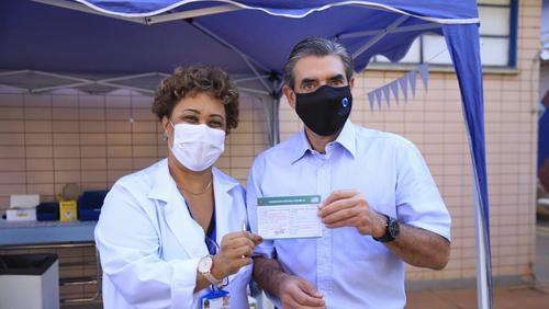 Prefeito de Ribeirão Preto recebe primeira dose da vacina contra Covid-19