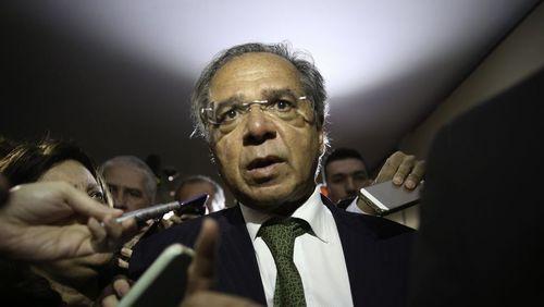 Paulo Guedes critica encargos trabalhistas e cobra mão de obra barata