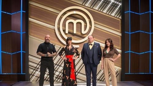 MasterChef Brasil: jurados e Ana Paula Padrão posam em novo cenário do programa; veja detalhes