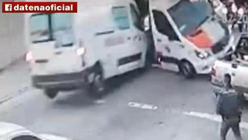 Paciente em surto rouba ambulância e avança sobre unidade da PM