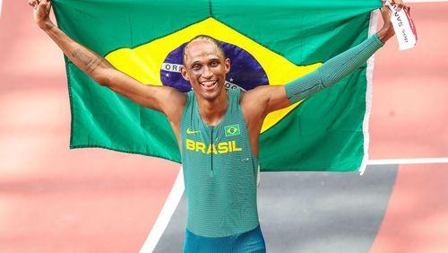 Atleta de São Joaquim da Barra, Alison dos Santos é bronze nos 400 m com barreiras em Tokyo