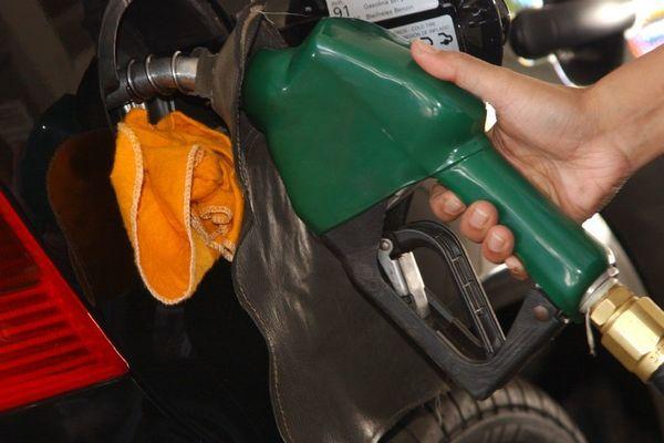 Preço da gasolina sobe pela sexta semana seguida nos postos do país