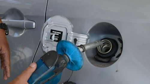 Projeto de lei propõe fim de frentistas em postos de combustível