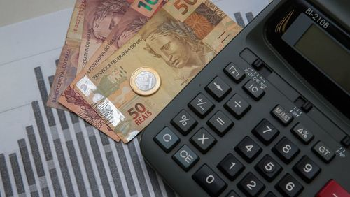 Publicado decreto que aumenta IOF para custear Auxílio Brasil