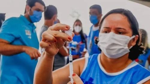 Paraíba prevê corte no salário de servidores que não se vacinarem