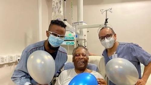 Pelé agradece equipe médica