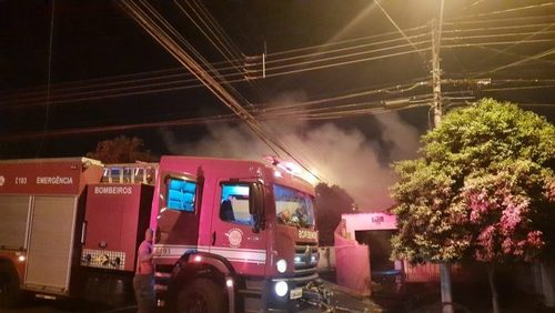 Incêndio atinge casa abandonada na zona Oeste de Ribeirão Preto