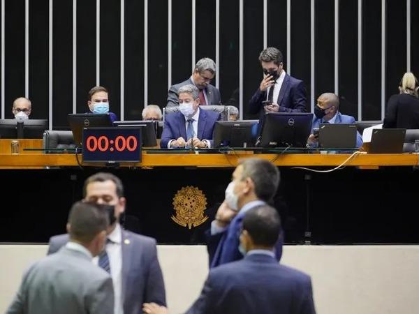 Câmara aprova texto-base de projeto que altera cobrança do ICMS sobre combustíveis