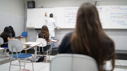 75% das escolas do estado de São Paulo vão manter revezamento presencial até novembro