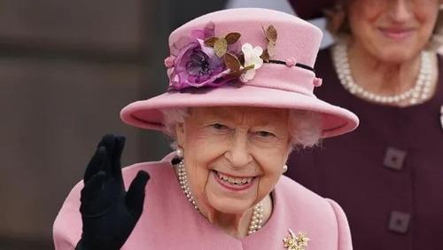 Médicos da realeza proíbem a Rainha Elizabeth de beber