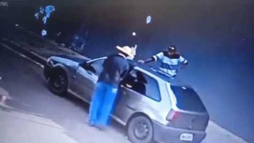 Polícia investiga furto de carro no Campos Elíseos; confira o vídeo