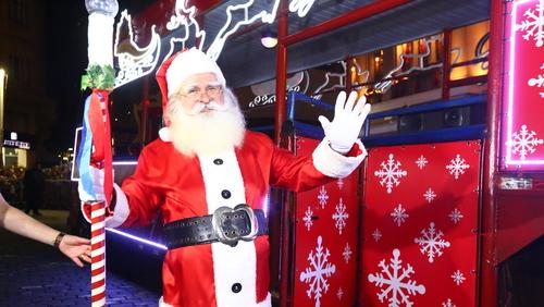 Chegadas de Papai Noel do Natal Luz Ribeirão seguem até o dia 23 de dezembro