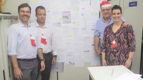 Estudantes adotam 400 cartas para Papai Noel