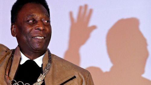 Pelé refuta declarações sobre depressão e diz a fãs que está bem