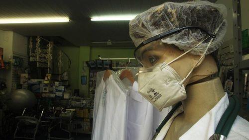 Máscaras cirúrgicas estão em falta nas maiores redes de farmácia