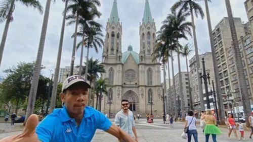 SP: Turista fotografa tentativa de roubo do próprio celular