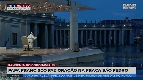 Papa Francisco faz oração sozinho na Praça São Pedro e concede indulgência aos fiéis