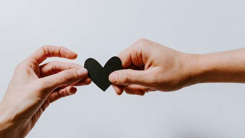 Casais e quarentena: 5 dicas de como melhorar a convivência no isolamento