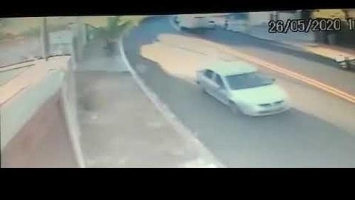 Idosa é atropelada por carro no Planalto Verde; confira o vídeo