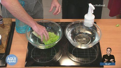 Infectologista mostra a forma correta de higienizar os alimentos ao chegar em casa