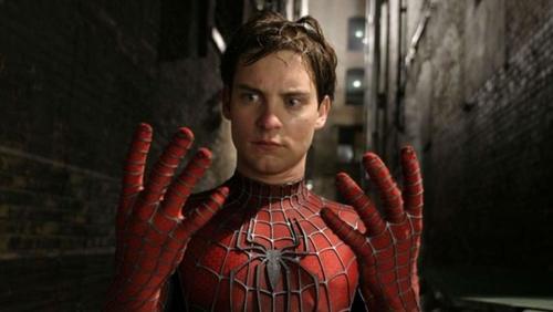 #ClubedaPipoca: Irmãos são internados após serem picados por 'Viúva-Negra' tentando se transformar no Homem-Aranha