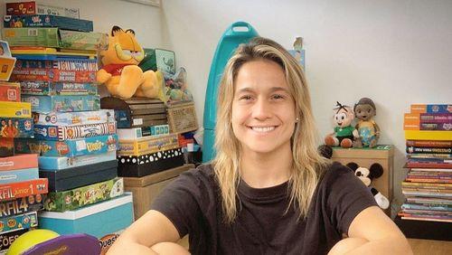 """Após saída de Zeca Camargo, Fernanda Gentil é a nova apresentadora do """"É de casa"""""""