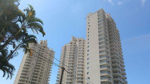 Inquilinos sofrem ações de despejo por descumprirem regras de isolamento em prédio no Guarujá