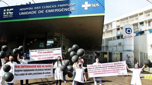 Enfermeiros do HC protestam no Centro