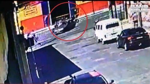 Bandido em fuga causa acidente impressionante que matou motoqueiro; assista