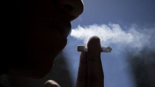 34% do fumantes afirmam que aumentaram o consumo de cigarros devido à pandemia, aponta pesquisa